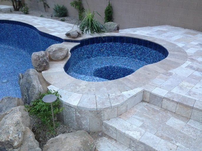 Gorgeous swimming pool that has been built for a family in Dallas, Texas. The swimming pool has crystal clear water and a gorgeous blue interior finish.